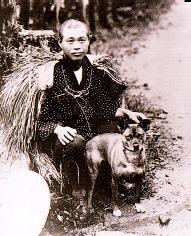 男性と一緒に写っているタマの写真